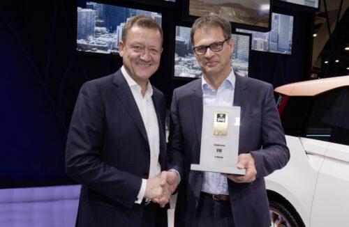 Le projet de recherche « V-Charge » remporte le « trophée de la voiture connectée 2015